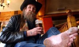 Faceţi cunoştiinţă cu Pete - omul care nu a mai purtat pantofi de peste 50 de ani