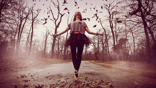 Priviţi în slow-motion unele dintre cele mai dificile mişcări din balet