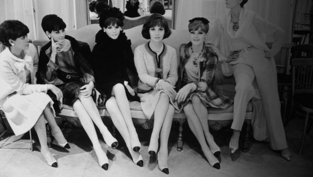 Pantofii Chanel vintage revin în tendinţe