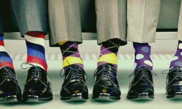 Persoanele care poartă şosete excentrice sunt mai briliante, creative şi orientate către succes