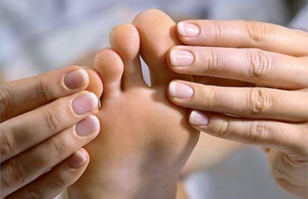 tratamentul calusurilor uscate între degetele de la picioare)