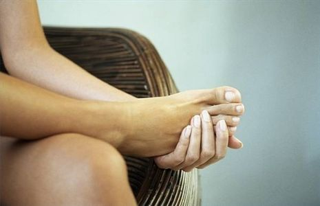 article-new_ehow_images_a05_0k_5o_diabetes-foot-pain-800x800