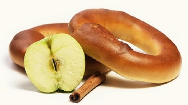 Rețeta zilei. Covrigei umpluți cu mere de Voinești